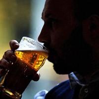 Даже умеренное потребление алкоголя может быть опасным для носителей гепатита С — исследование